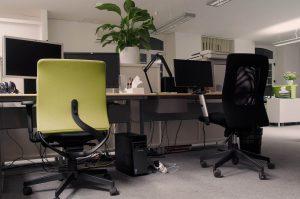 Czym kierować się wybierając krzesło biurowe?